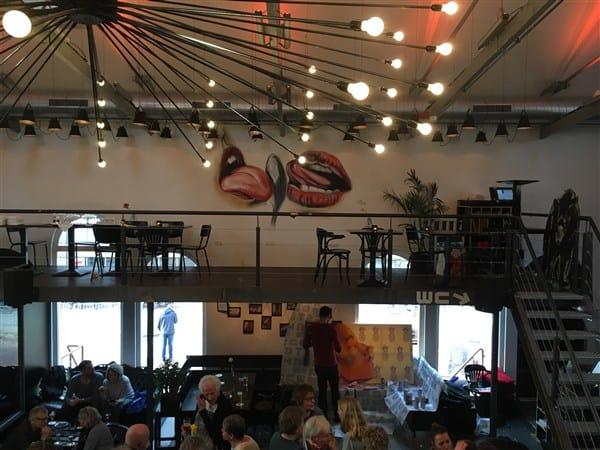 Muurschildering kleur acryl likkende lippen lepel tong restaurant veraf BAUT Paradijs (600 x 450)