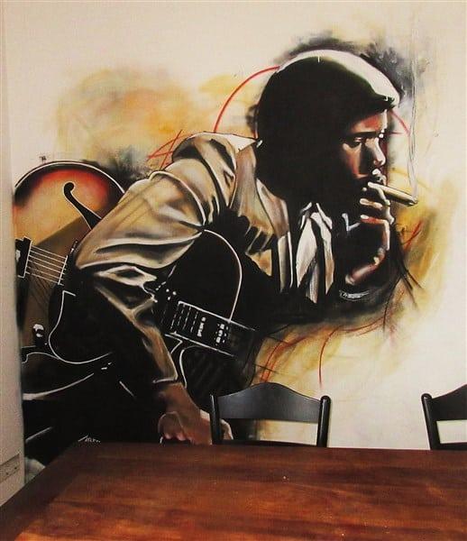 muurschildering van jazzlegende Wes Montgomery gemaakt met spuitbus en stift op acryl en waterbasis in kleur door kunstenaar Timbert