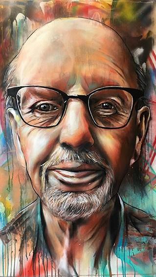 portret Wim 80 spuitbus en stift op doek acrylverf kunst schilderij Timbert oude man kleurrijk experimenteel abstracte achtergrond