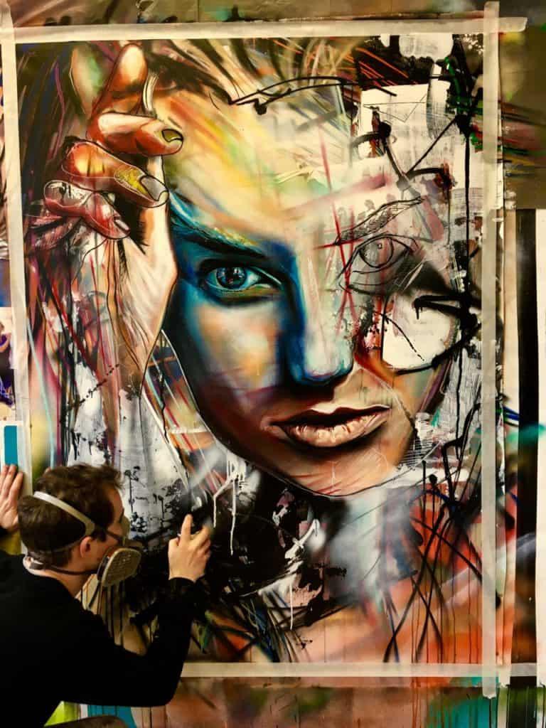 portret vrouw abstract in Progress met spuitbus en stift op acryl en waterbasis experimenteel gemaakt door Timbert