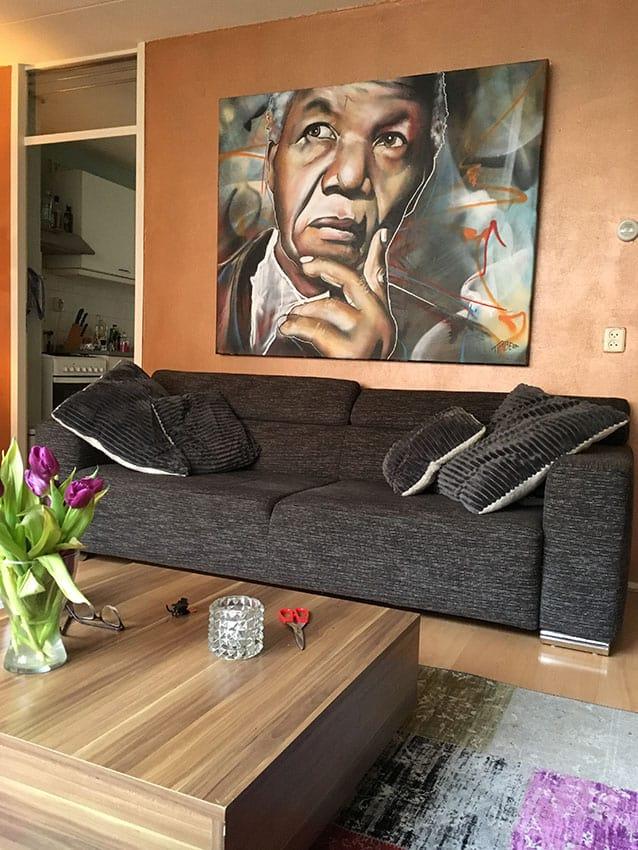 Portret schilderij in opdracht van Zuidafrikaanse president nelson mandela met spuitbus en stift op doek in kleur door timbert