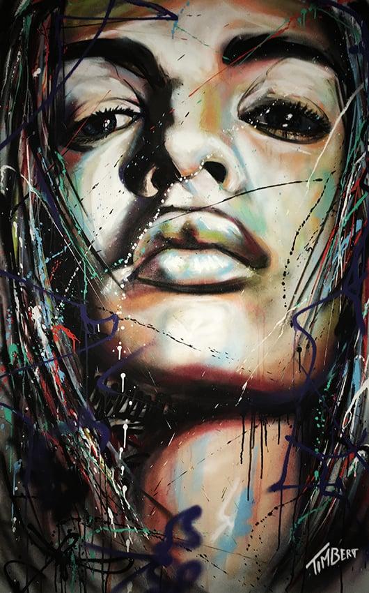 portret schilderij model Emily Ratajkovski met spuitbus en stift in kleur op doek door timbert