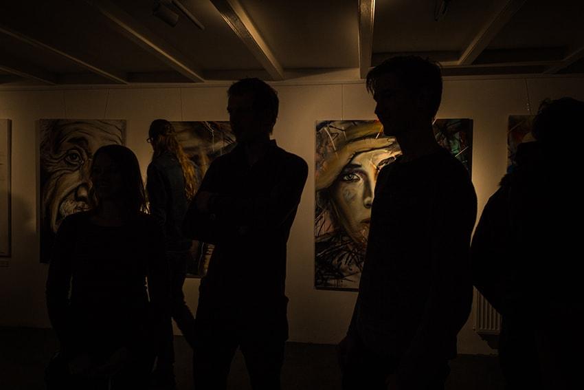 foto sfeerimpressie binnen opening expositie schoonheid zit van buiten
