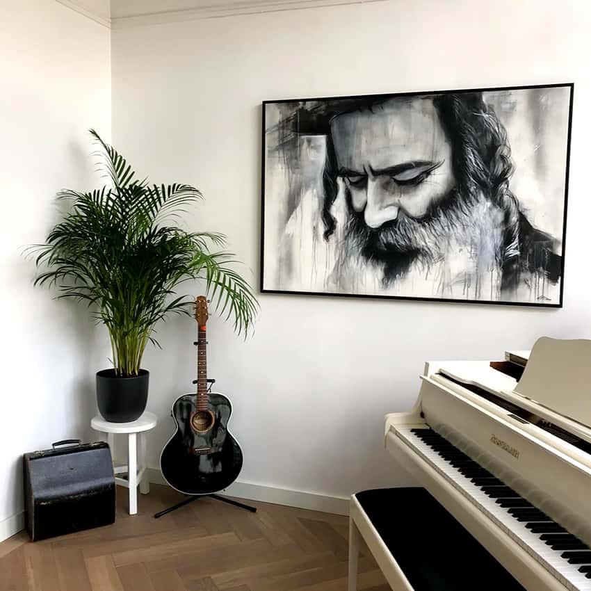 schilderij in opdracht zwart wit grafitti street art spuitbus en stift waterbasis acrylverf realistisch portret Orthodoxe joodse man met baard kunstenaar Timbert schilderij aan de muur 2