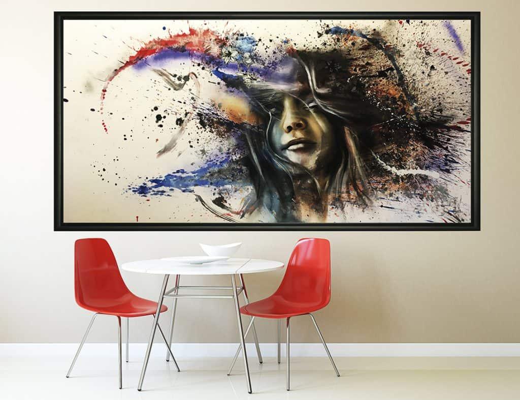 UNLP portret schilderij boven bankstel vrouw abstract expressief spuitbus stift experimenteel graffiti kunst acrylverf timbert kunstenaar